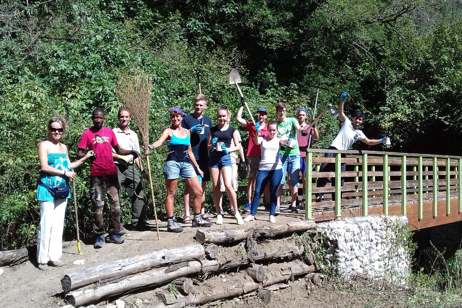 Campi di volontariato all'estero con SCI